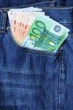 Eurosedlar i jeansfack Arkivbilder