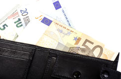 Eurosedlar i nominellt värde 5, 10, 20 och 50 i svart handväska Arkivfoton