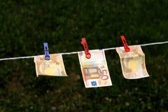 Eurosedlar med klädnypor Royaltyfri Foto