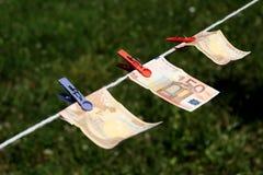 Eurosedlar med klädnypor Royaltyfria Bilder