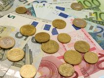 Eurosedlar och myntar Arkivbilder