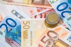 Eurosedlar och myntar Arkivbild