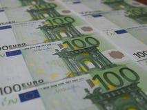 100 eurosedlar ordnas trevligt i rader royaltyfria bilder
