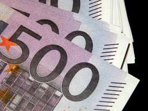 500 eurosedlar på en svart bakgrund Royaltyfri Bild