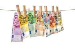 Eurosedlar som hänger bakgrund för kläderbenpengar Royaltyfria Bilder