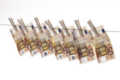 50 eurosedlar som hänger på klädstreck Arkivbilder