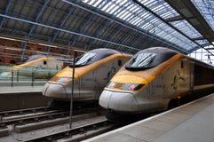 Eurostar-Plattform-Mehrfachverbindungsstellen-Züge Stockfotos