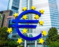 Eurotecken framme av ECB i Frankfurt, Tyskland Fotografering för Bildbyråer