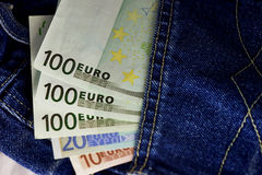Eurovaluta, pengar i facket som är klart för lopp och shopping Royaltyfria Bilder