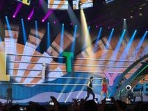 Eurovision i Ukraina, Kyiv 05 13 2017 ledare Den Eurovision finaldagen Ilinca ft Alex Florea från Rumänien Royaltyfria Bilder