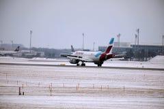 Eurowings欧洲空中客车A319-100 OE-LYZ着陆在慕尼黑机场 免版税库存图片