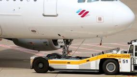 Eurowings空中客车A319拖曳 股票视频