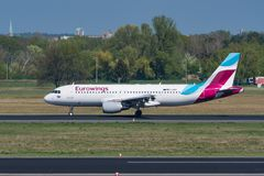 Eurowings Airbus A320 à l'aéroport de Berlin Tegel Photographie stock libre de droits