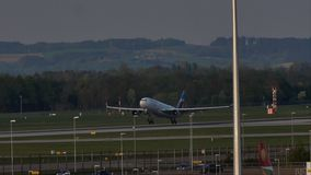Eurowings Airbus que descola do aeroporto de Munich, MUC