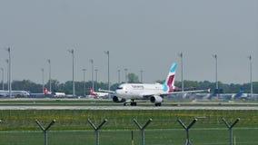 Eurowings Airbus saca del aeropuerto de Munich, MUC almacen de video