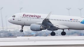 Eurowings Europa Airbus A320-200, OE-IQC video d archivio
