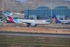 Eurowings flygplan på den Alicante flygplatsen royaltyfri fotografi