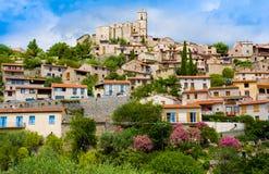 Eus村庄看法在东比利牛斯省,朗戈多克・鲁西荣 Eus在Fr被列出成100个最美丽的村庄之一 库存图片