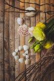 Eustoma et coquillages sous forme de coeur Photos libres de droits
