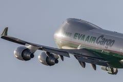EVA Airways EVA Air Cargo Boeing 747 lastflygplan som tar av från Los Angeles den internationella flygplatsen Royaltyfri Foto