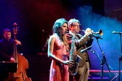 Eva Fernandez Group jazzband i konsert på den Luz de Gas klubban royaltyfri bild