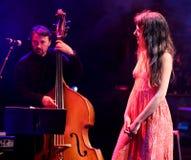 Eva Fernandez Group (jazzband) utför på den Luz de Gas klubban Royaltyfria Foton