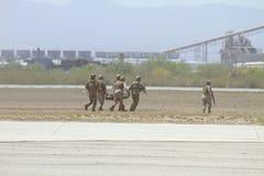 Evacuación marina polvorienta de los militares de la unidad de los E.E.U.U. Fotos de archivo libres de regalías