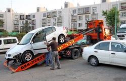 Evakuierung des Autos nach dem Unfall Stockbild
