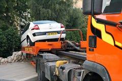 Evakuierung des Autos nach dem Unfall Stockfoto