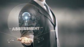 Evaluación con concepto del hombre de negocios del holograma del bulbo almacen de video