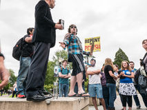 Evangelista desafiado pelas estudantes universitário, 2 Fotos de Stock Royalty Free