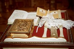 Evangelium- och bröllopstearinljus Royaltyfri Bild