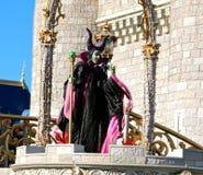 Evanora la sorcière sur l'étape au monde Orlando Florida de Disney Photo stock