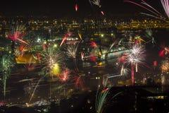 Eve Fire Works del Año Nuevo con los muelles Imagen de archivo libre de regalías