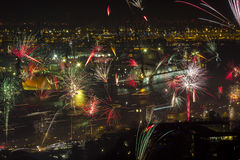 Eve Fire Works des neuen Jahres mit Docks Lizenzfreies Stockbild