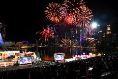 Eve Fireworks chinoise de nouvelle année chez Marina Bay photos libres de droits