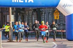 12a Eve Race de ano novo em Krakow A corrida dos povos vestida em trajes engraçados Fotos de Stock