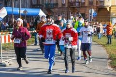 Eve Race van het 12de Nieuwjaar in Krakau Mensen het lopen kleedde zich in grappige kostuums Royalty-vrije Stock Foto's