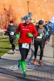 Eve Race van het 12de Nieuwjaar in Krakau Mensen het lopen kleedde zich in grappige kostuums Royalty-vrije Stock Foto