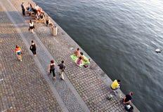 Evenin sommarrekreation i Prague Royaltyfria Bilder