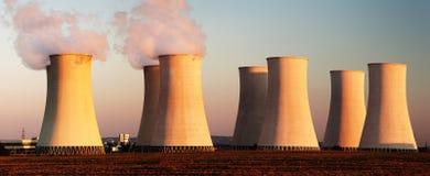 Evening barwionego widok elektrownia jądrowa Zdjęcia Stock