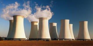 Evening barwionego widok elektrownia jądrowa Obrazy Stock