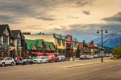 Free Evening On The Streets Of Jasper In Canadian Rocky Mountains Stock Photography - 102802822