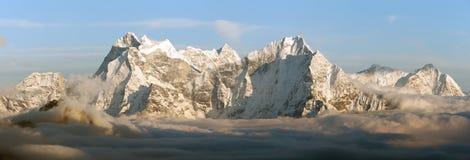 Evening panoramic view of mounts Kangtega and Thamserku Stock Photo