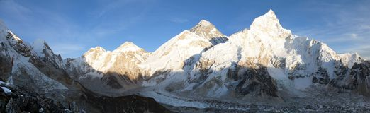 Evening panoramicznego widok góra Everest od Kala Patthar zdjęcie stock