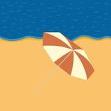 Evening plażę z plażowym parasolem Fotografia Royalty Free