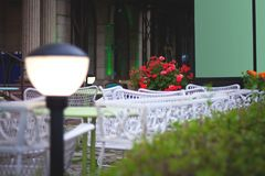 Evening scenery of a cozy cafe Royalty Free Stock Photos