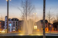 Evening hours in Leipzig with fountain and street traffic in the background