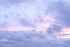 Evening sky with fluffy clouds Royalty Free Stock Photos