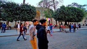 Evening spacer przy Al Hakim meczetem, Kair, Egipt zdjęcie wideo